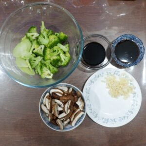 Ingredients Broccolli and Shiitake